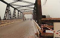 Die Rudower Massantebrücke hat einen neuen Belag bekommen. So können die DDR-Bürger den neuen Grenzübergang in den Westen nutzen. Foto: Christian Villwock