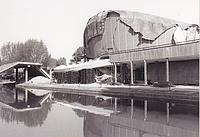 Das Dach der Kongresshalle im Tiergarten stürzt unvermutet ab. Die Fußgängerbrücke wird zertrümmert, mehrere Autos sind unter den Trümmerteilen begraben. Quelle: THW/ Neukölln