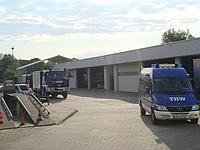Hof und Fahrzeughallen
