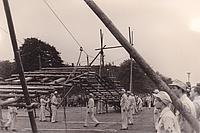 Einen riesigen Hängesteg bauen die THW-Helfer zur Industrieausstellung auf dem Messegelände. Quelle: THW/ Neukölln