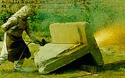 Mit der Sauerstofflanze können erschütterungsfreie Mauerdurchbrüche hergestellt werden. Das lange mit Stahldrähten gefüllte Eisenrohr wird am vorderen Ende erhitzt und mit Sauerstoff unter hohem Druck befüllt. Die daraus entstehende hohe Temperatur
